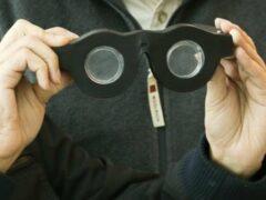 Инженеры создали очки, адаптирующиеся под зрение любого человека