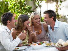 Ученые: Застолья с друзьями могут стать причиной прибавки в весе