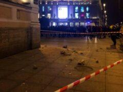 Кусок фасада упал на мужчину в Петербурге
