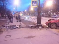 Светофор снес джип на Большом проспекте Васильевского острова