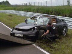 В Челябинской области на гоночной трассе вдребезги разбит элитный спорткар