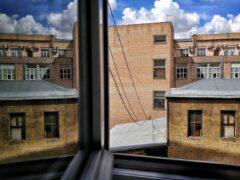 Пятилетний мальчик выпал с балкона шестого этажа в Воронеже
