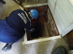 В Саратове спасатели вызволили из погреба пожилую женщину