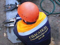 Спасатели извлекли читинку из обвалившегося погреба