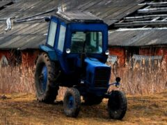 Пьяный смолянин угнал трактор, чтобы покататься по ночному городу
