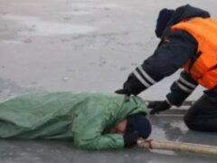 В Петербурге тонущий пенсионер дозвонился до спасателей
