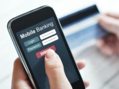 Платежи клиентов Бинбанк через смартфоны увеличились в два раза