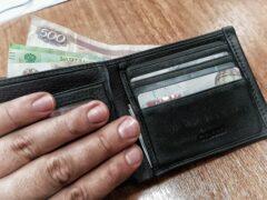 В Калуге женщина вытащила из кармана коллеги 7500 рублей