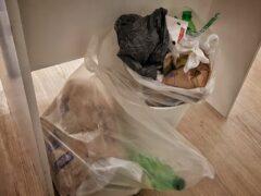Во Владивостоке неизвестные подорвали мусоропровод в подъезде многоэтажки