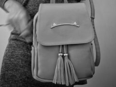 В Саратове краснодарец украл у женщины сумку с деньгами