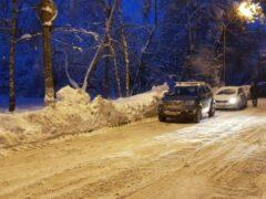 В Тверской области водитель разбил автомобиль и уснул на месте ДТП