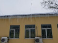 В Твери на 10-летнего ребенка упала сосулька с крыши дома