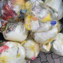 Припаркованную машину в Ростове превратили в мусорный бак