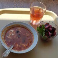 Просроченные продукты на грязной посуде нашла прокуратура в детском садике в Никеле