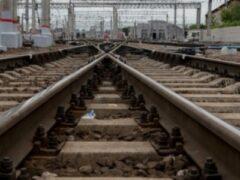 Под Челябинском малыш чуть не попал под поезд