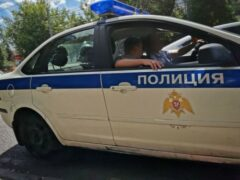 В Красноярске пьяная женщина на авто с двумя детьми врезалась в автобус