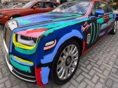 Уличный художник нарисовал граффити на новом Rolls-Royce Phantom