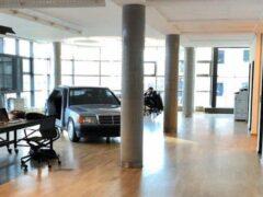 Mercedes-Benz 190 переделали в переговорку для офиса