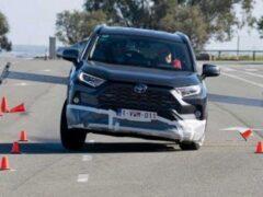 Toyota RAV4 прошел «лосиный тест» после обновления ПО