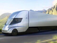 Начало выпуска электрифицированного тягача Tesla вновь отложили