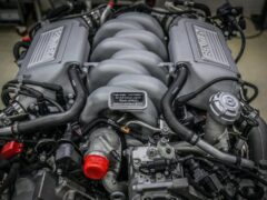 Bentley выпустил свой последний мотор V8