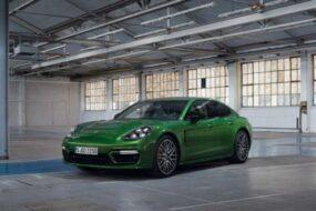 Стала известна цена самой мощной версии Porsche Panamera в России
