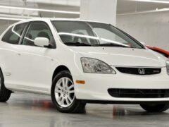 Honda Civic 2003 года продают дороже, чем модель 2021 года