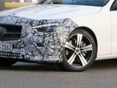 Mercedes-Benz C-Class 2022 сфотографировали в минимальном камуфляже