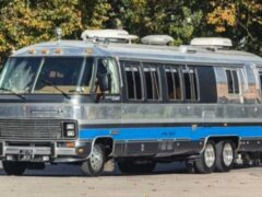 На продажу выставили дом на колесах Airstream 350LE 1992 года