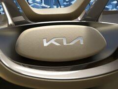 Компания Kia обновила логотип и слоган