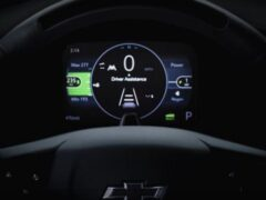 Chevrolet представил тизер на электрический кроссовер Bolt 2022