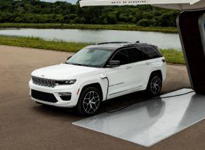 Компания Jeep представит двухрядный Grand Cherokee 2022 года 29 сентября